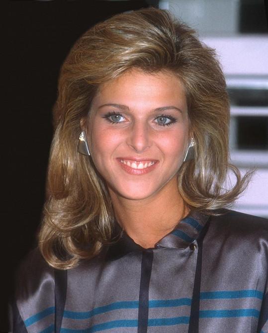Catherine Oxenberg, jež debutovala v The Royal Romance of Charles and Diana (1982), si roli Diany dokonce zopakovala o deset let později v Charles a Diana. Catherine, jejíž matkou je princezna Elizabeth Jugoslávská, byla osobně přítomna na svatbě Charlese a Diany.