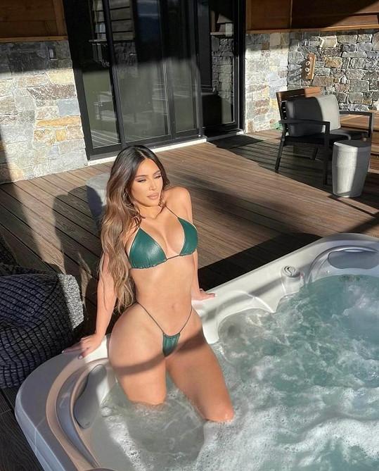 Kim Kardashian poslala fanouškům fotky z vířivky.