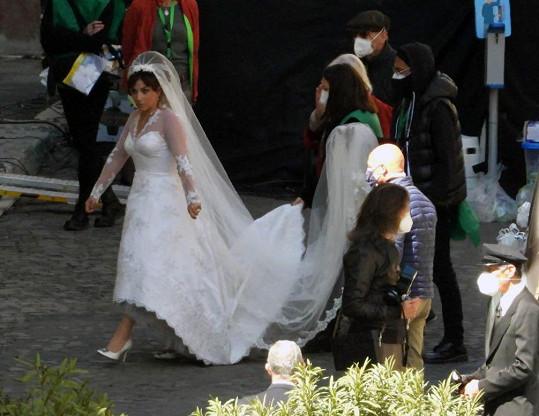 Lady Gaga si střihla roli nevěsty.