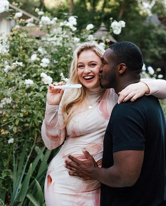 Iskra Lawrence s partnerem Philipem Paynem oznámili těhotenství v placeném příspěvku.