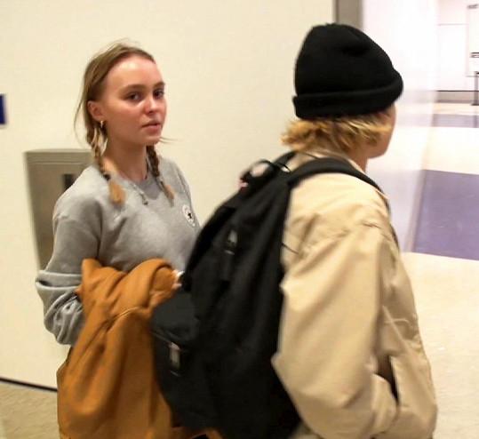 Lily-Rose Depp o víkendu na letišti v Los Angeles