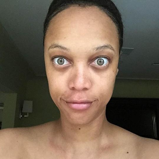Tyra vypadá bez make-upu opravdu děsivě.