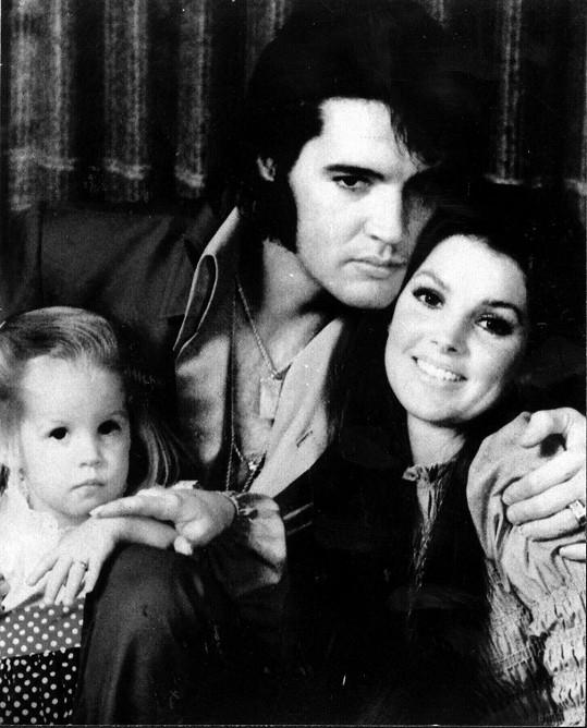 Lisa Marie jako dítě se slavnými rodiči Elvisem a Priscillou