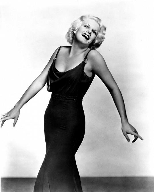 Jean Harlow si zakládala na šatech, které obepínaly firugu, k nimž nepotřebovala doplňky.