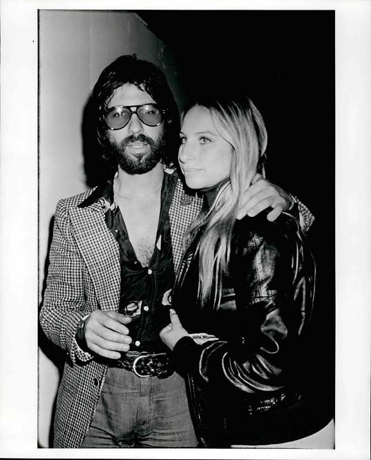 V minulosti chodil i s hvězdou svého velkofilmu Zrodila se hvězda Barbrou Streisand.