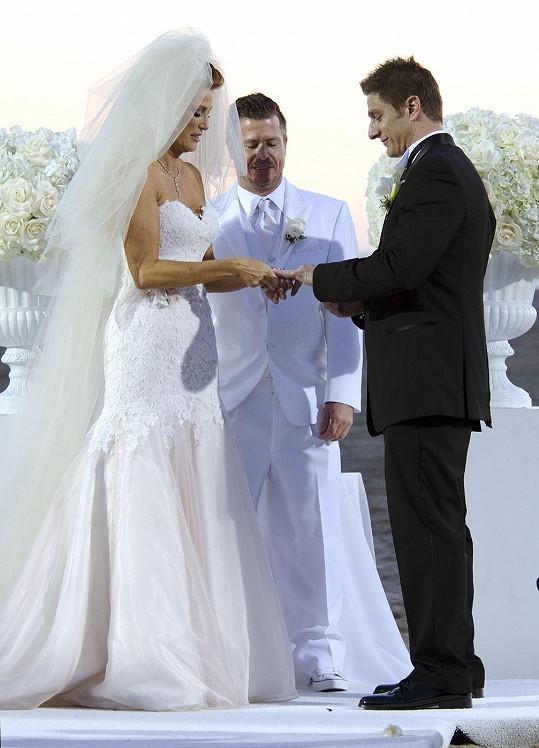 Neúspěšná herečka se vdávala na pláži v Santa Monice.