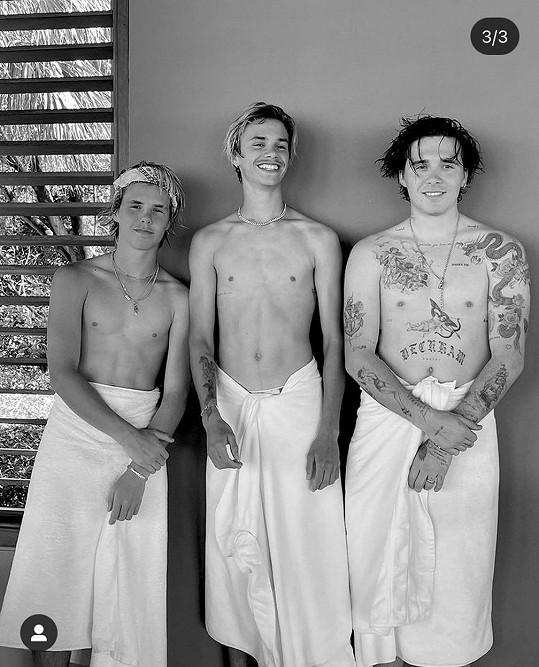 Ze tří bratrů je zatím nejpotetovanější Brooklyn, ale Romeo už také pár obrázků na těle má. Jeho přítelkyně tomu nakloněná není.
