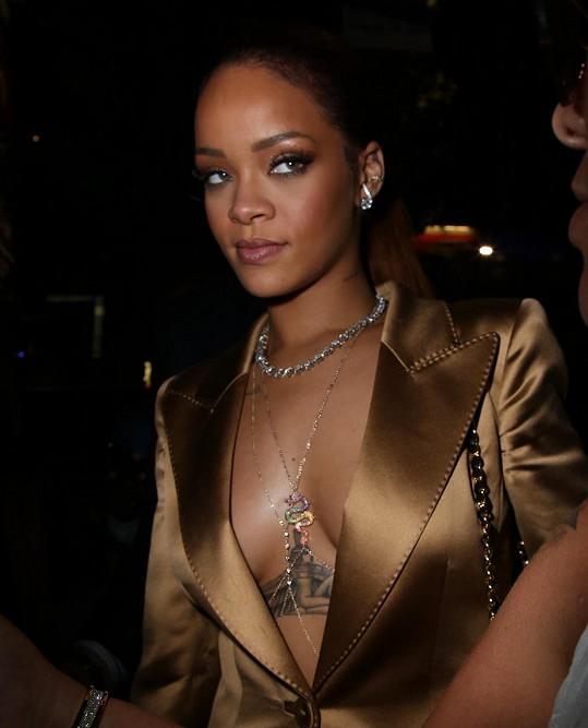 Rihanna nesmí zůstat pozadu.