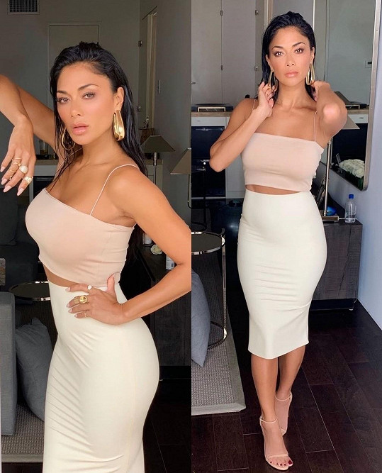 Nicole má sexy křivky.