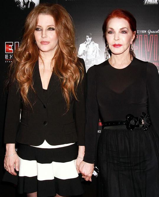 Její maminka Lisa Marie Presley (vlevo) s babičkou Priscillou Presley.