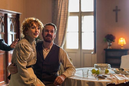 Ohnivá zrzka tvoří v seriálu manželský pár se Stanislavem Majerem.