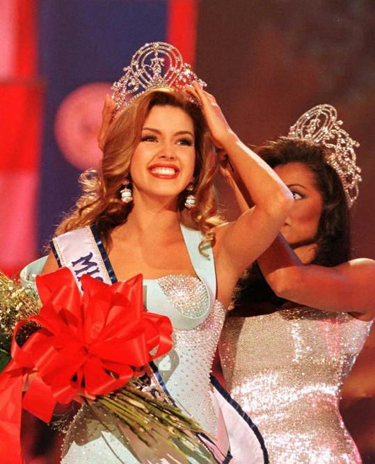 Alicia Machado při korunovaci Miss Universe