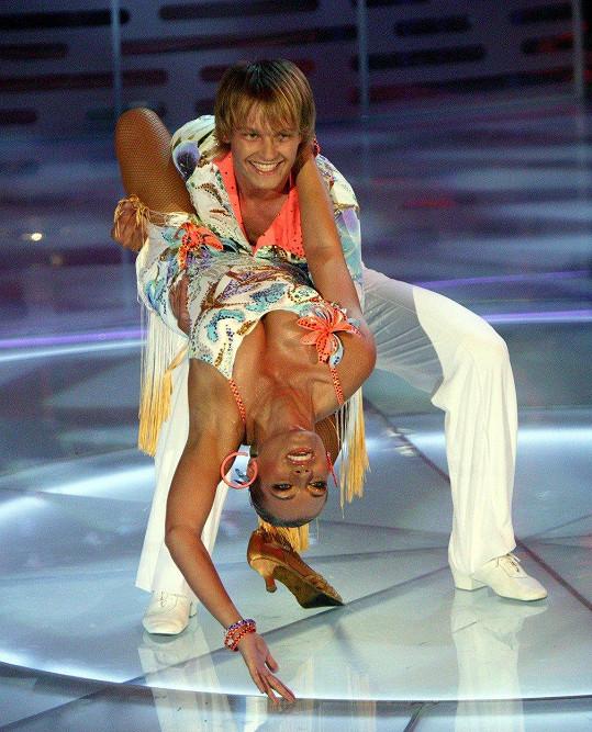 Lucie Borhyová a Petr Pik v taneční show Bailando