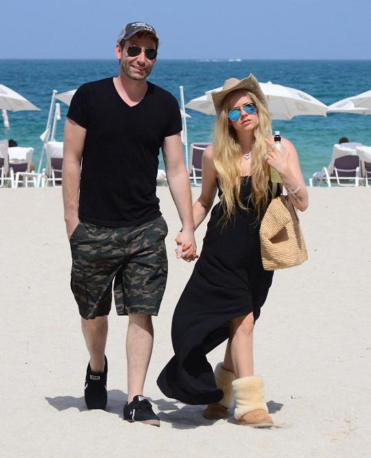 Avril Lavigne se to nějak zkomplikovalo, ale už je zase vše fajn.