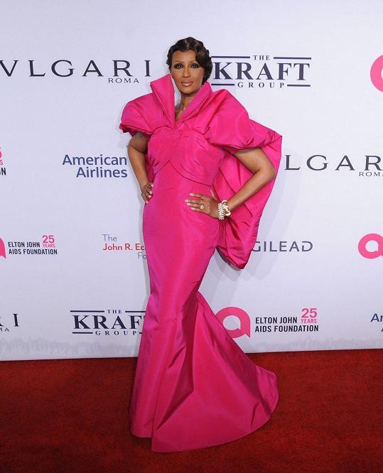 V růžové róbě zastínila ostatní celebrity.