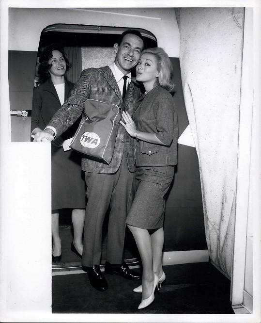 S první manželkou Paulou Stewart