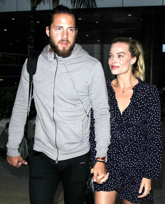 Za Toma Ackerleye je provdaná od roku 2016.