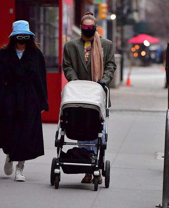 Gigi prozradila jméno čtyřměsíční dcerky.
