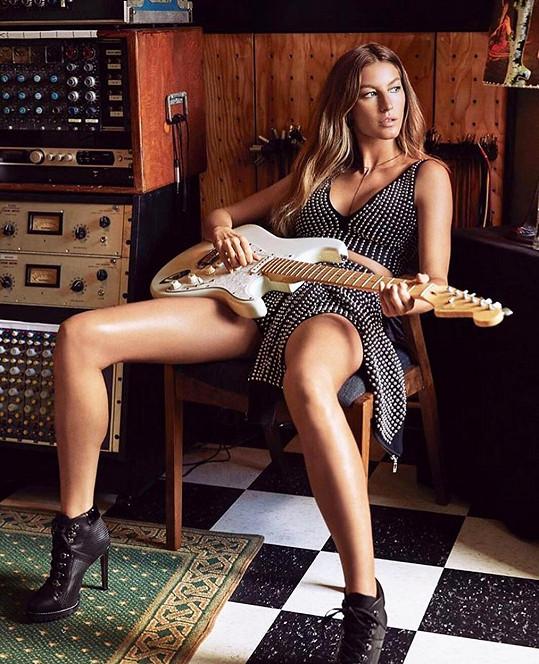 Že byste si tuhle hru na kytaru chtěli užít naživo...?