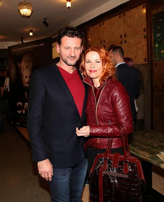 S manželem Markem Igondou vyrazila do kina.