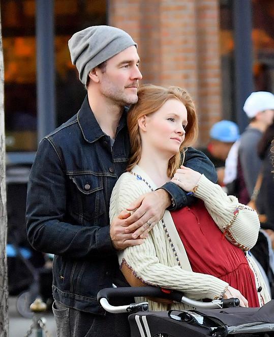 James Van Der Beek s manželkou Kimberly přišli ve čtvrtém měsíci těhotenství o dítě (foto z roku 2018).