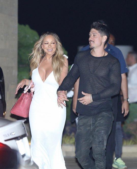 Mariah Carey s partnerem Bryanem Tanakou vypadá šťastně.