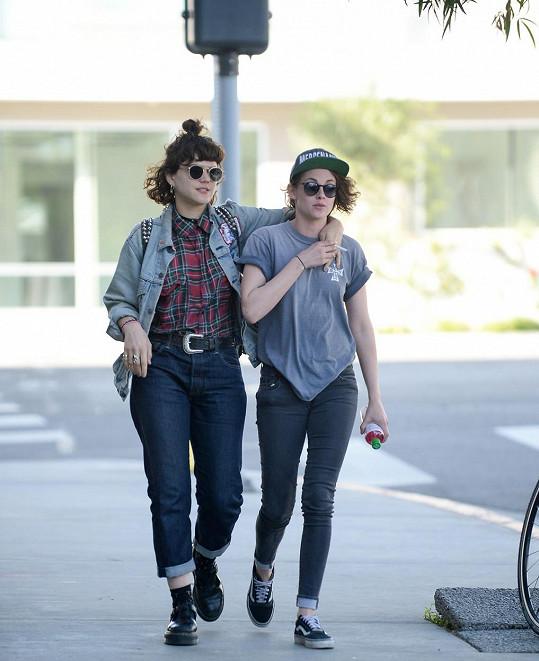 Kristen Stewart se sblížila s francouzskou zpěvačkou Soko.