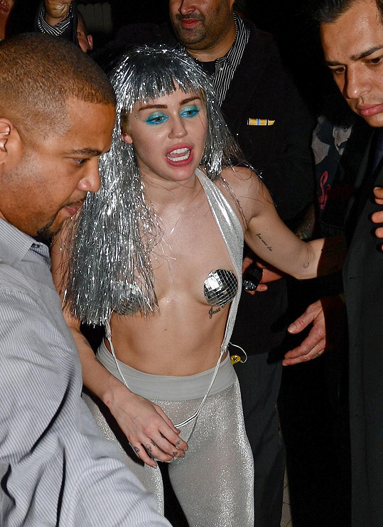 Takhle Miley Cyrus opustila koncert.