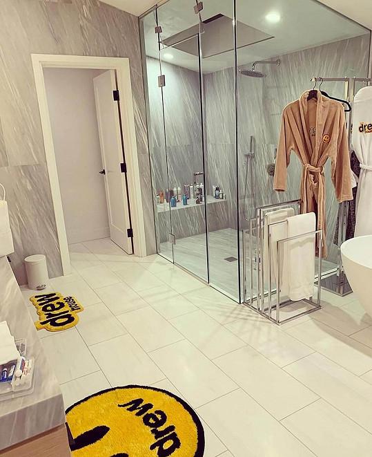 Luxusní koupelna je opravdu prostorná.