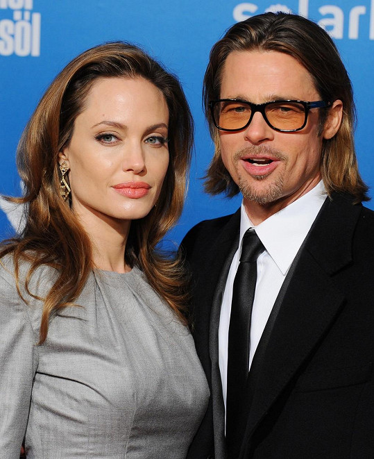 Angelina Jolie a Brad Pitt se rozvádí. Podle Chelsea Handler je Angelina blázen.