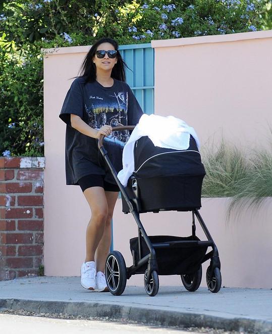 Shay Mitchell je čerstvou maminkou.