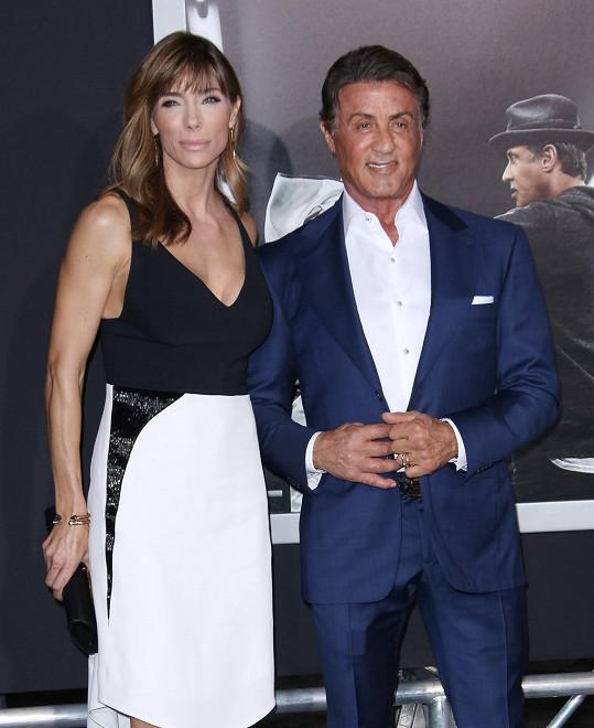 Herec se svou krásnou manželkou Jennifer Flavin
