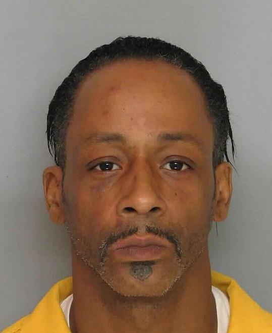 Americký komik a výtržník na jednom z jeho policejních snímků.