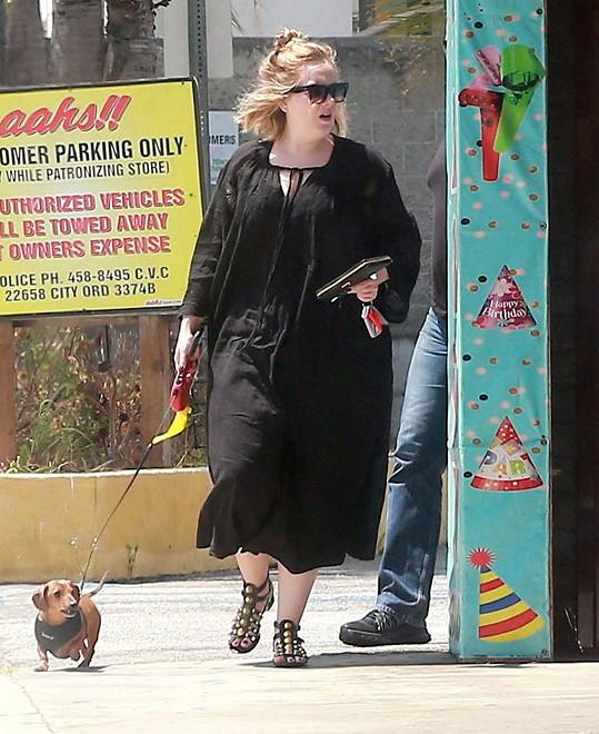 Adele se zbytečně dělá ještě mohutnější.