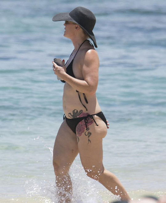 Jennie Garth si nechala udělat nové tetování.