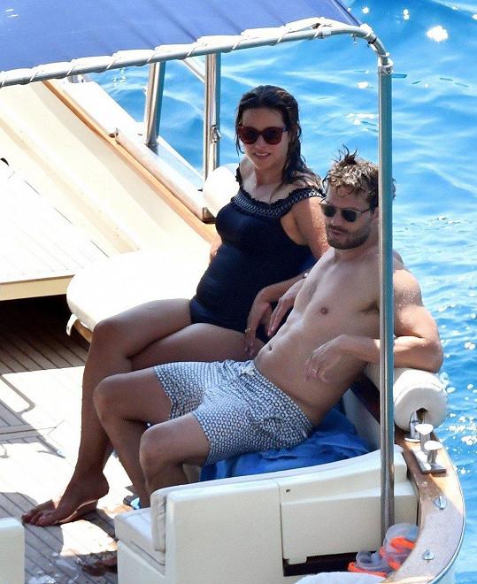 Takhle si Jamie Dornan užíval dovolenou v Itálii s těhotnou manželkou.