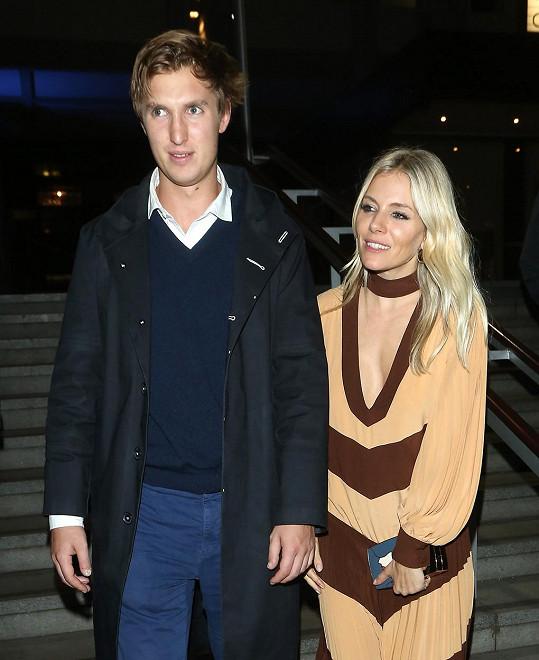 Sienna Miller se údajně rozešla s Lucasem Zwirnerem.