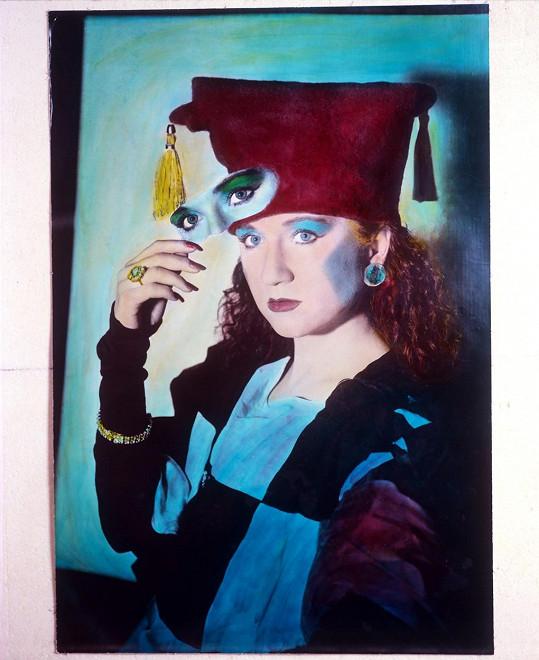 Bára Basiková v roce 1987. Začínala být známou a zpívala s kapelami Precedens a Stromboli.