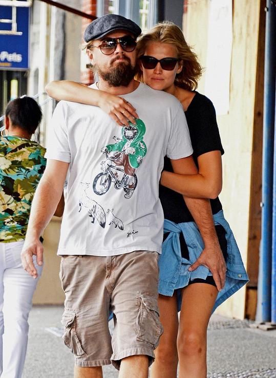 Leonardo DiCaprio randil s Toni Garrn déle než rok.