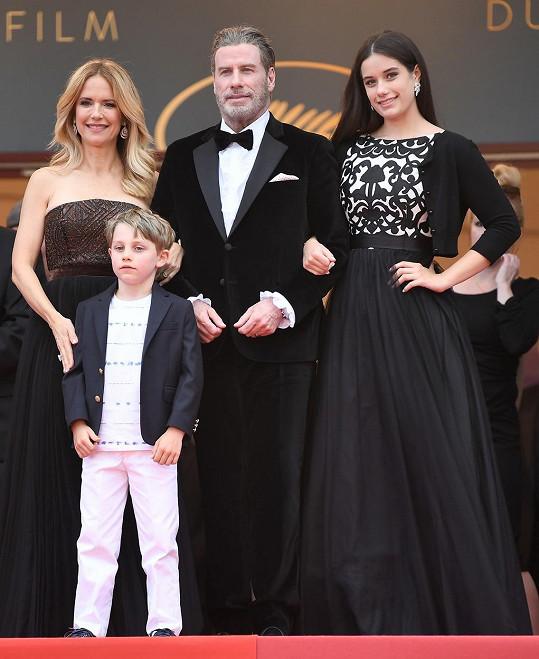 John Travolta s manželkou Kelly, dcerou Ellou a synem Benjaminem v roce 2018 na filmovém festivalu v Cannes