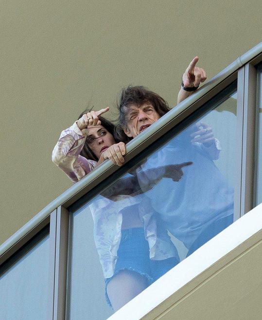 Mick Jagger se po boku manželky Melanie kochal výhledem.