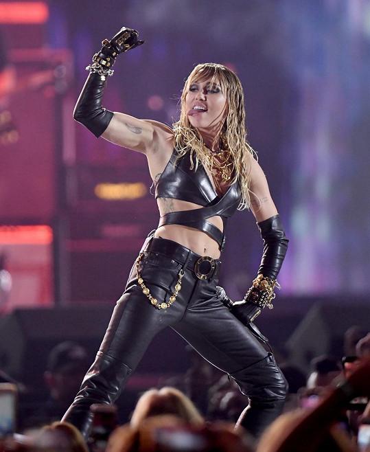 Miley Cyrus single nejspíš dlouho nezůstane.