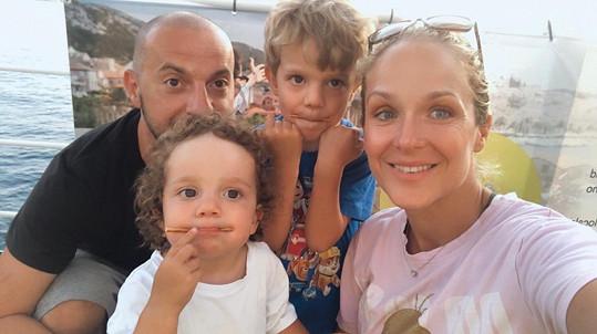 Na dovolené byli také s dětmi.
