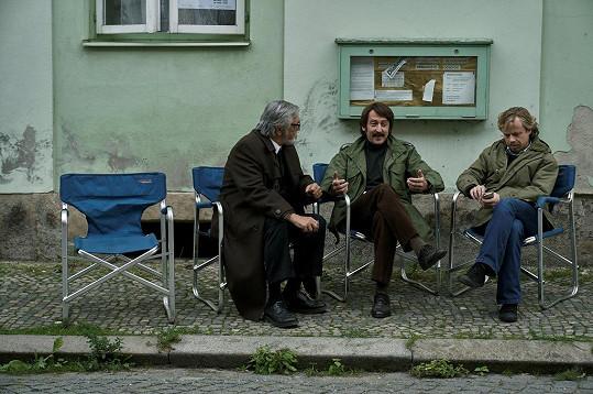 Kromě nich ve filmu uvidíme i Jiřího Bartošku.