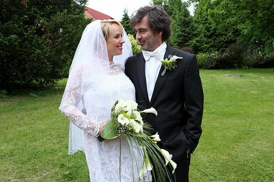 Petra Hřebíčková bříško využila i v seriálu Svatby v Benátkách, kde otěhotněla její postava Olga. Těhotenství ale musela dlouho maskovat.