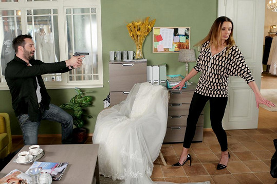 Václav Noid Bárta si v seriálu Svatby v Benátkách vyšlápl na Alici Bendovou.