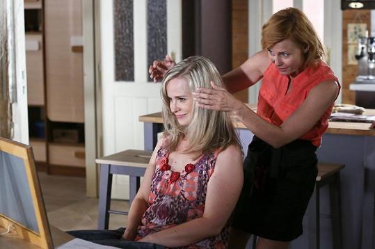 Kadeřnici v Přístavu hraje Jitka Schneiderová.