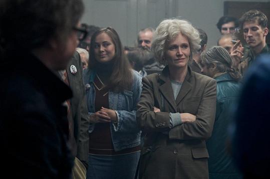 Ve filmu herečka hraje mladou i starší podobu Olgy Havlové.