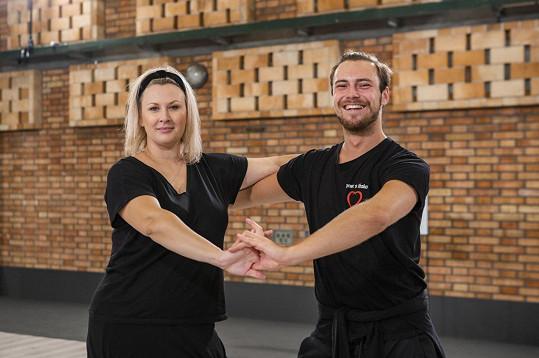 Tančit ji učí Dominik Vodička.