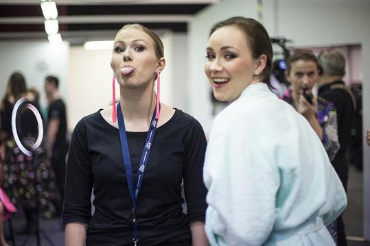 Tanečnice Kovyho a Miroslava Hanuše Veronika Lišková a Adriana Mašková (vpravo)